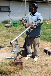 The JOOSTE hand pump can be used for various purposes.