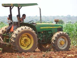 Working the fields at a project in Angola's Huila Province.