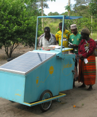The Juabar kiosk is a mobile, light-blue, small wagon, almost similar to what is used by ice-cream vendors. It can charge up to 20 phones at a time and costs Juabar about US$600 to install.