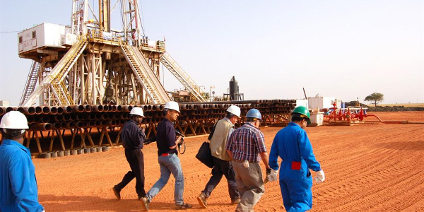 oil and gas workers 600x300