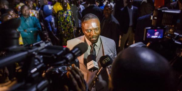 Akon answering to media in Pahou, Benin. Photo by David Monfort, DAGENCY.