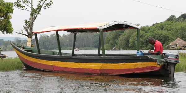 jinja uganda boat
