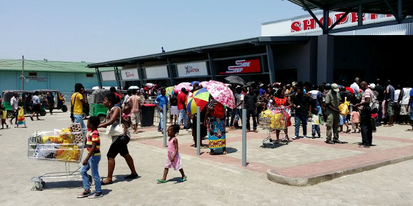 A recently-opened shopping mall in Tete, Mozambique, anchored by Shoprite.